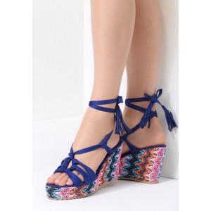 eacda0d73063 Krásne dámske modré sandále so zapínaním na pracku a módnom opätku