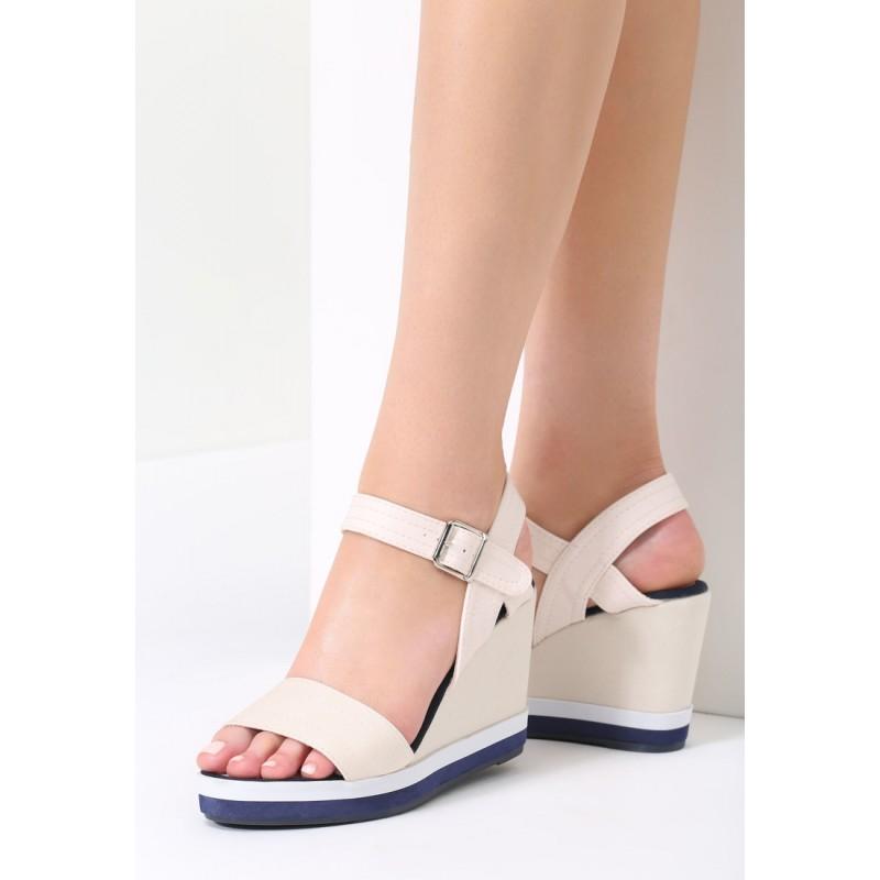 122111f74135 Sandále na klinovom opätku béžové