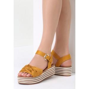 Žlté sandále na platforme