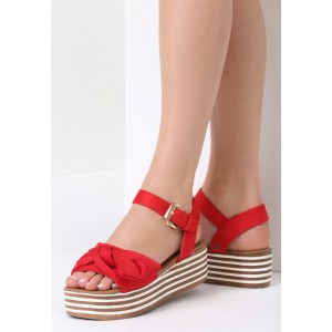 Červené sandále s platformou a mašľou