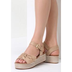 Sandále na platforme béžovej farby