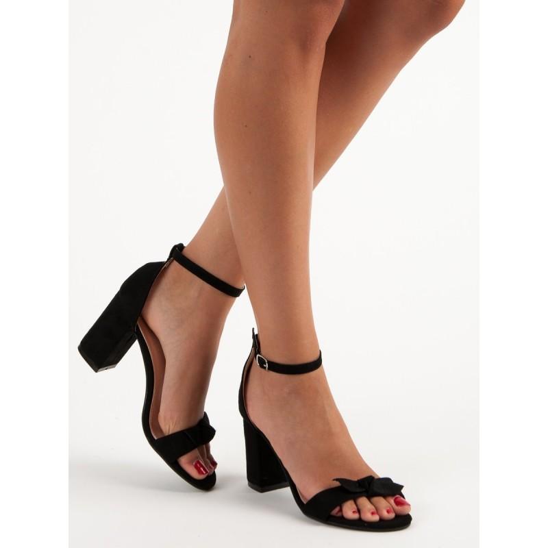 8cc2d07ca6c5c Čierne sandále na hrubom opätku