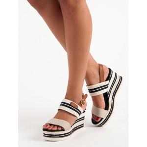 Sandále na platforme s pruhovaným vzorom