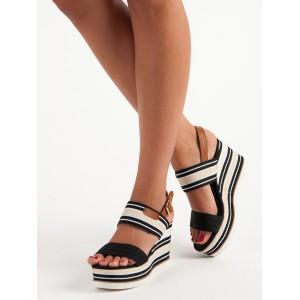 Letné sandále na platforme