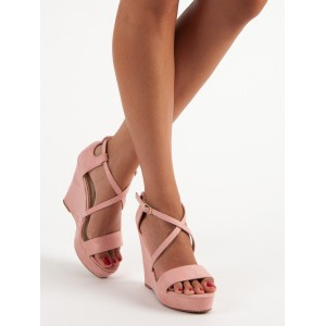 Sandále na platforme s plnou pätou
