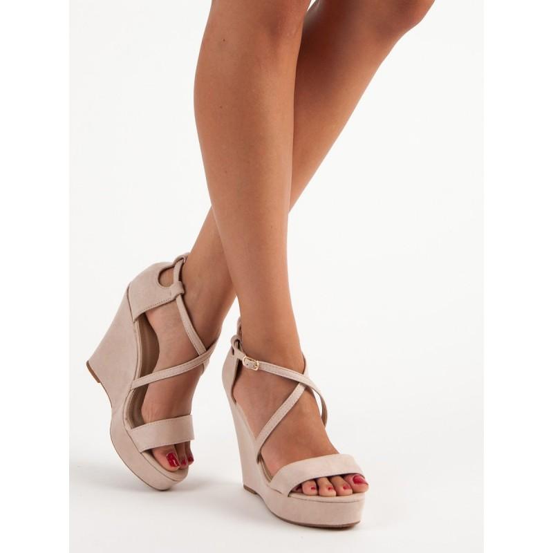 cbc4e0a1e5 Dámske sandále na platforme