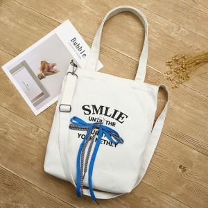 Plážové tašky bielej farby s nápisom