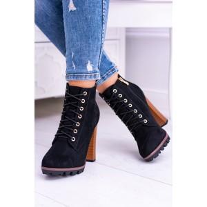 Krásne topánky v čiernej farbe