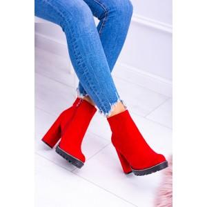 Členkové topánky na opätku v červenej farbe