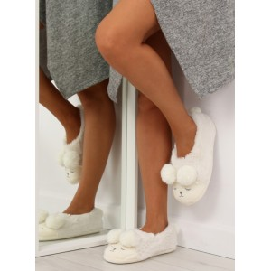 Teplé papuče na doma biele