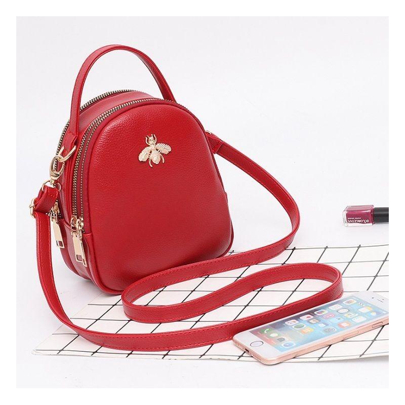 64b90e9095 Crossbody kabelky v červenej farbe cez plece