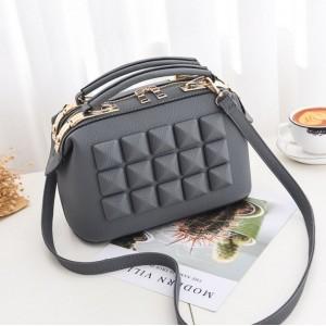 Luxusné kabelky so vzorom v sivej farbe