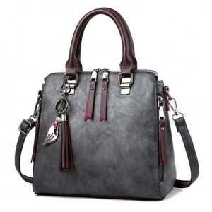 Crossbody kabelky v tmavosivej farbe so strapcami
