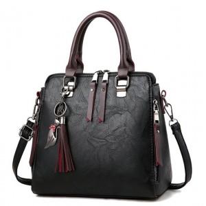 Čierne kabelky crossbody so strepcami