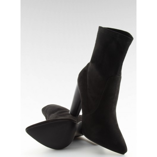 Elegantné čierne kotníčky na opätku