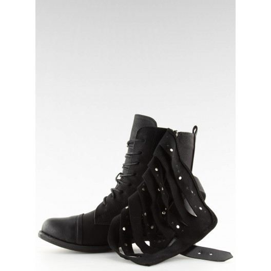 Trendy zimné topánky so striebornými vybíjancami