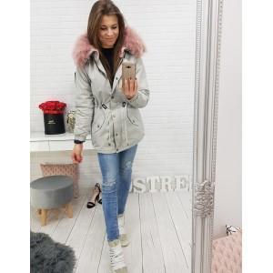 Sivá dámska bunda na zimu s ružovou kožušinou okolo krku a kapucňou
