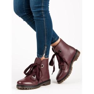 Hnedé členkové topánky s červeným odleskom na šnurovanie