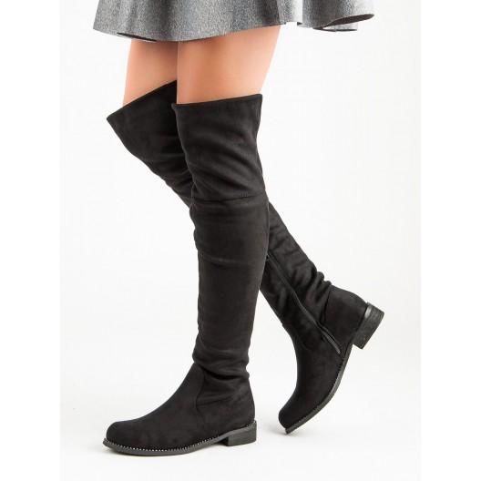 Klasické čierne dámske čižmy nad kolená na nízkom opätku