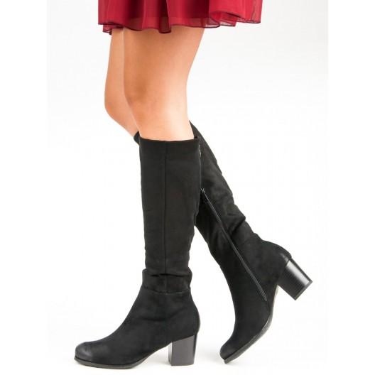 Čierne dámske čižmy pod kolená s trendy strieborným zipsom