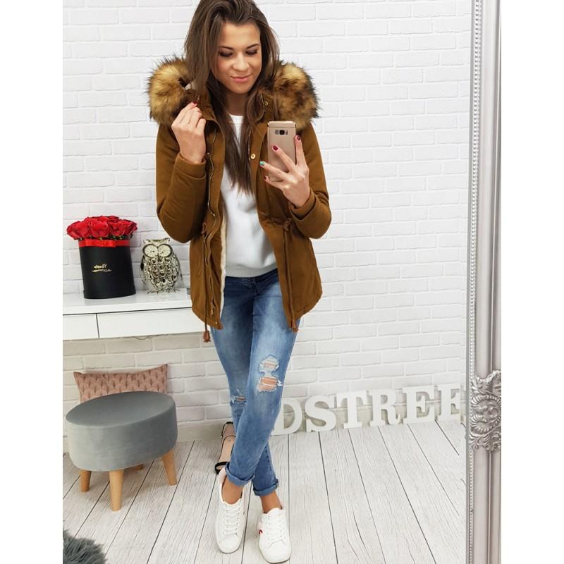 Pekná dámska zimná bunda v hnedej farbe s kožušinou na kapucni 63e5a20c417