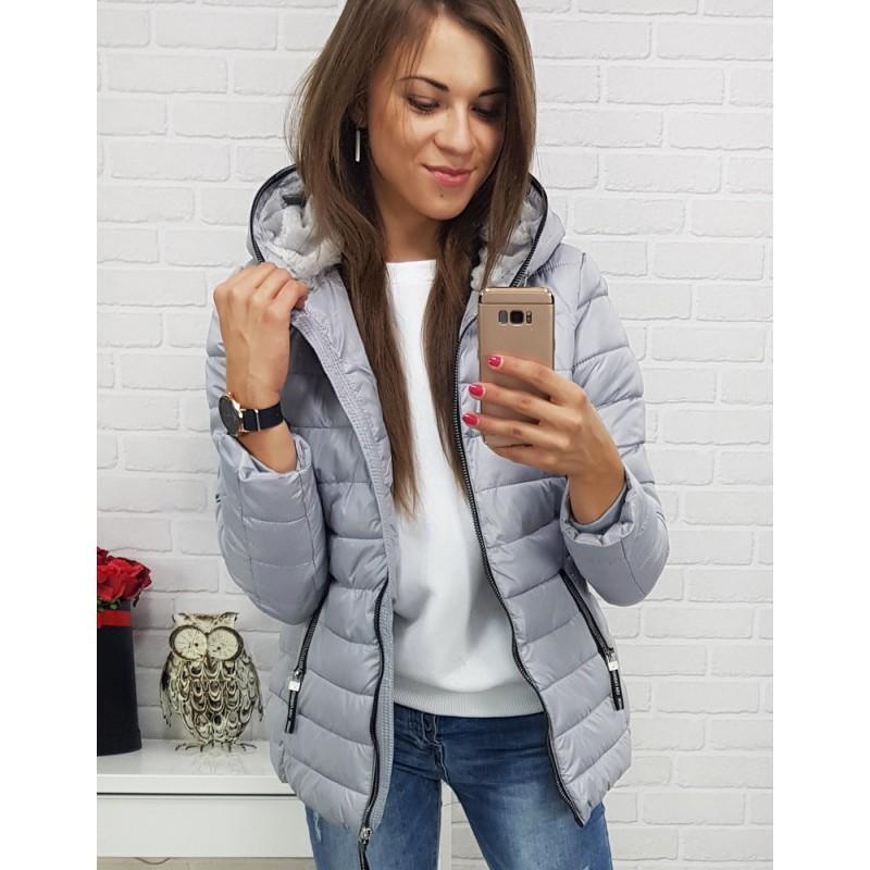 Štýlová krátka sivá zimná bunda pre dámu so zipsovým lemom na kapucni ada376e4213