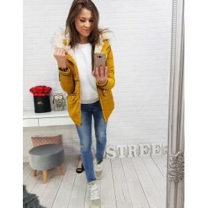 Žltá dámska zimná bunda s kapucňou a bielou bohatou kožušinou