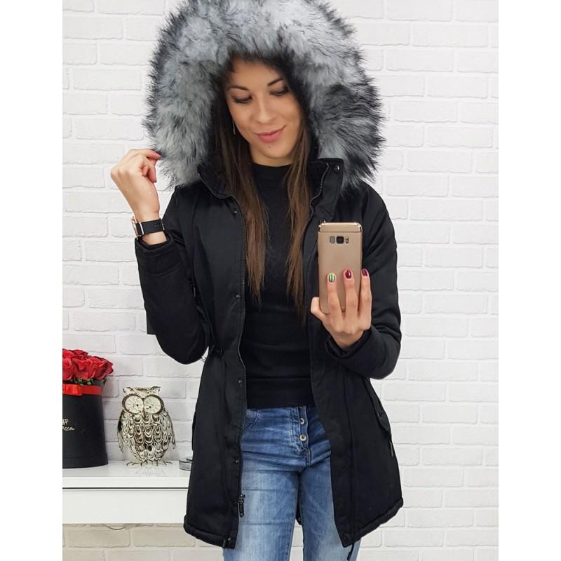 Štýlová dámska vetrovka na zimu v čiernej farbe s kožušinou na kapucni 5d15fb033db