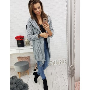 Trendy dlhý pletený sveter dámsky rovného strihu v sivej farbe s kapucňou
