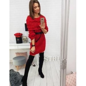 Červené dámske šaty s čiernym ozdobným opaskom