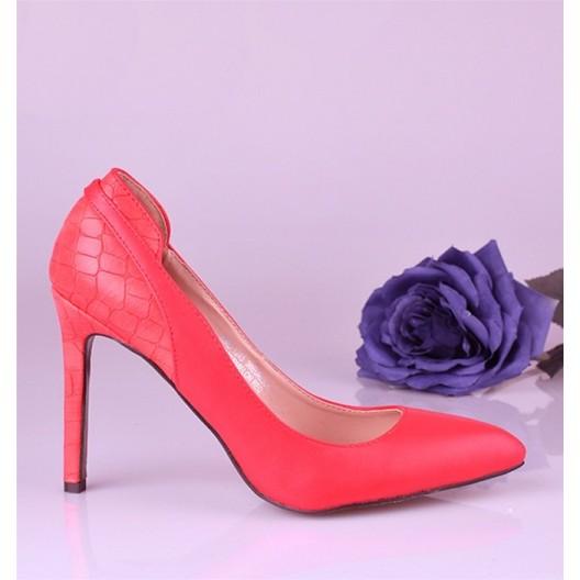 Trendové dámske lodičky ružovej farby s úzkou špičkou