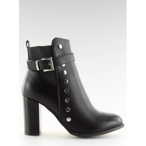 Čierne kotníkové čižmičky na vysokom opätku s módnym dizajnom