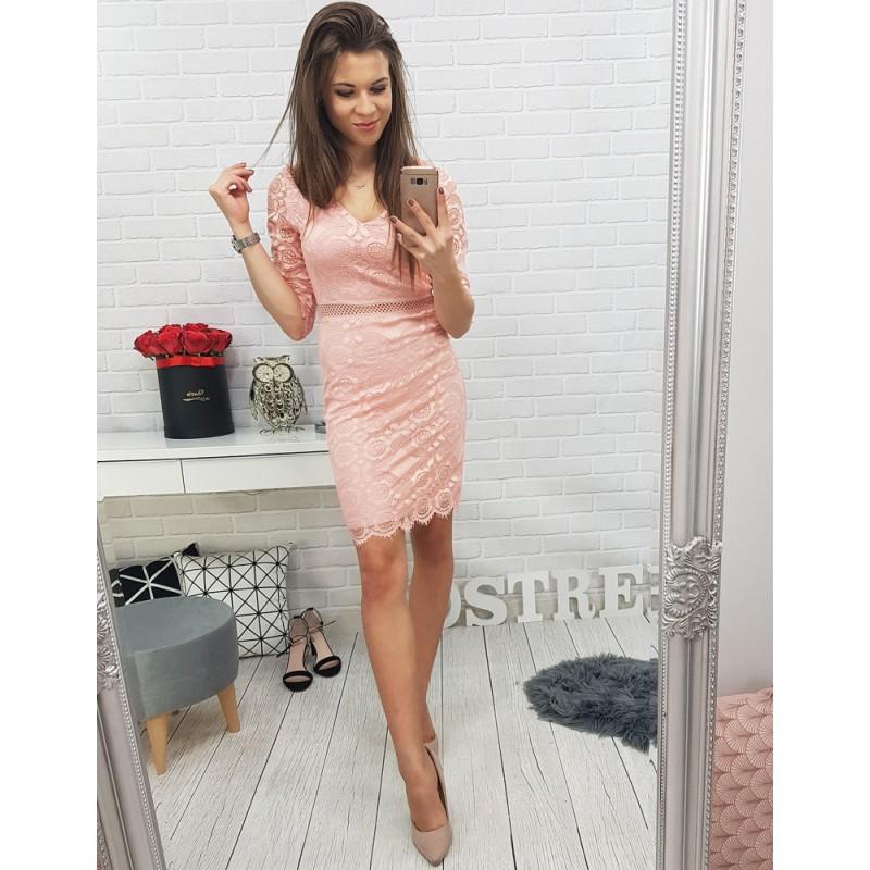 Čipkované šaty v ružovej farbe na párty a plesy 234260f59a7