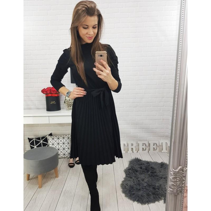 3a322eade Dámske čierne šaty s opaskom