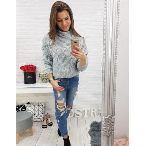 Sivý pletený dámsky sveter nad pás s rolákom a trendy vzorom