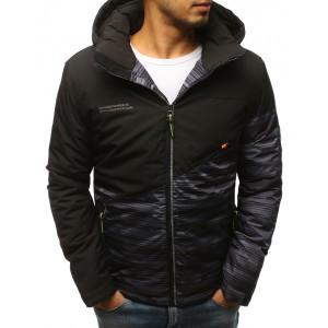 Čierna krátka pánska zimná bunda s kombináciou dvoch farieb a kapucňou