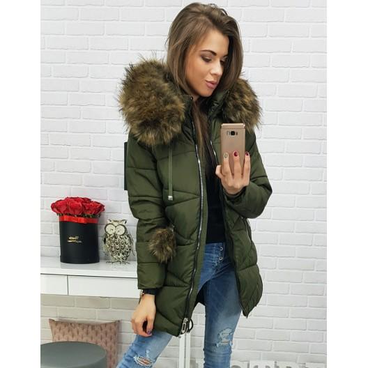 Zelená dámska zimná bunda s kožušinovou kapucňou a zapínaním na zips