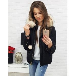Dámska čierna bunda na zimu s kontrastnou bielou kožušinou na kapucni