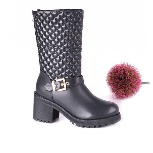 Členkové dámske nízke čižmy čiernej farby s remienkom a zipsom