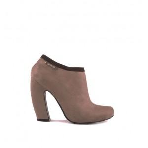 Semišové dámske topánky béžovej farby s hrubým vysokým podpätkom