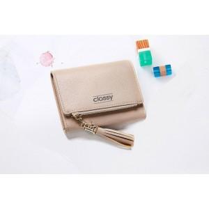 Béžová dámska peňaženka s priestranným vnútrom a ozdobným strapcom