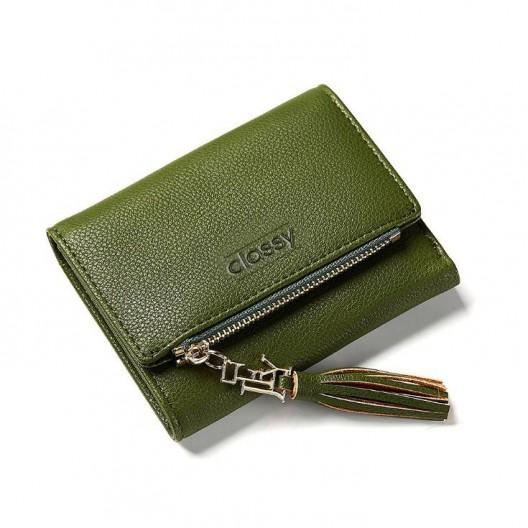 Zelená dámska peňaženka s ozdobným strapcom a zapínaním na cvok