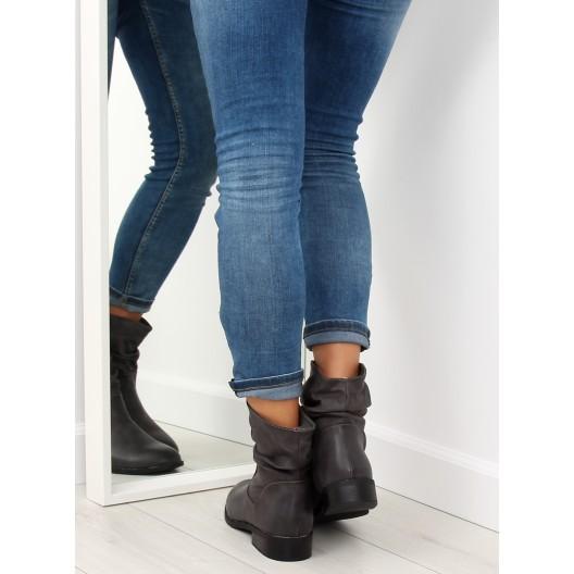 Trendy sivé dámske kotníkové čižmy s nariasenou prednou časťou