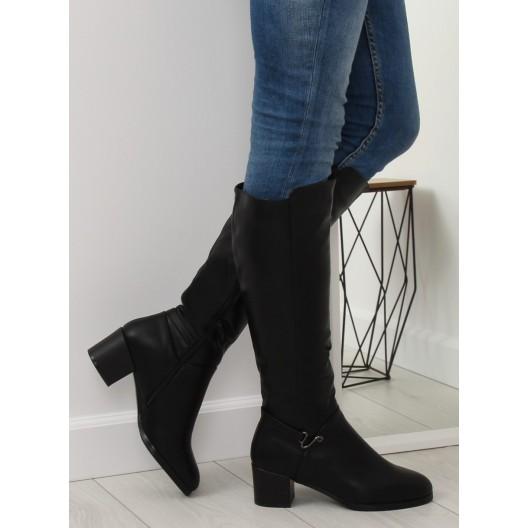 Dámske čierne čižmy pod kolená s ozdobnou prackou na vysokom opätku