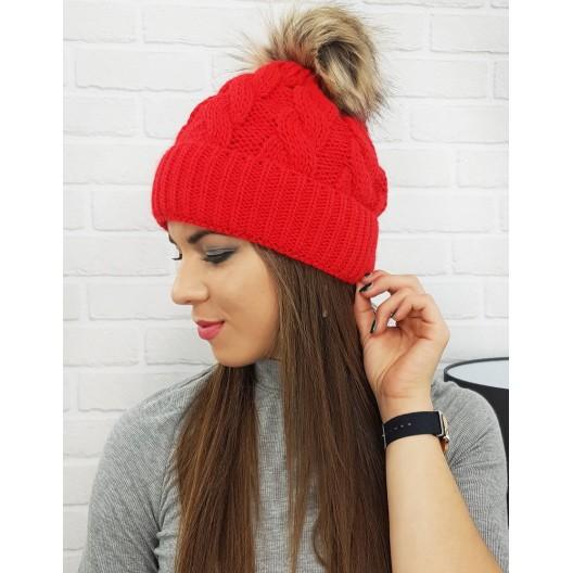 Dámska čiapka na zimu v červenej farbe s brmbolcom