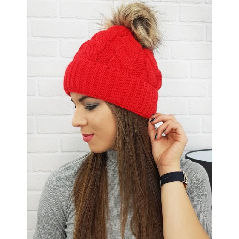 fa05f77fc771 Dámska čiapka na zimu v červenej farbe s brmbolcom