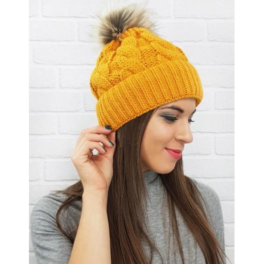 Štýlová dámska čiapka na zimu v žltej farbe
