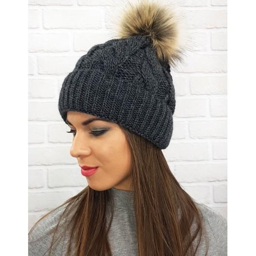 Lacná dámske zimná čiapka v čiernej farbe s brmbolcom