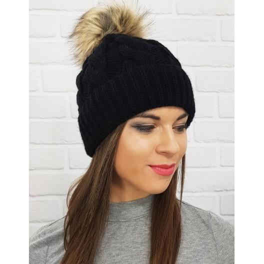Dámske zimné čiapky štrikované v čiernej farbe