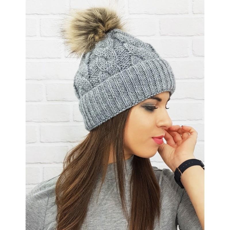 90062b565 Dámska zimná čiapka s brmbolcom v sivej farbe